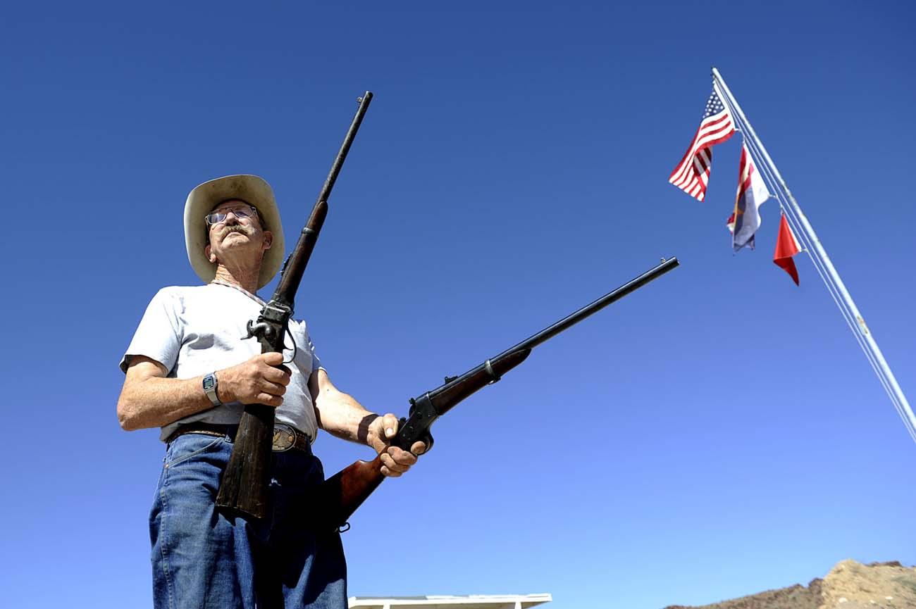 John Taylor med sina gevär från 1850-talet